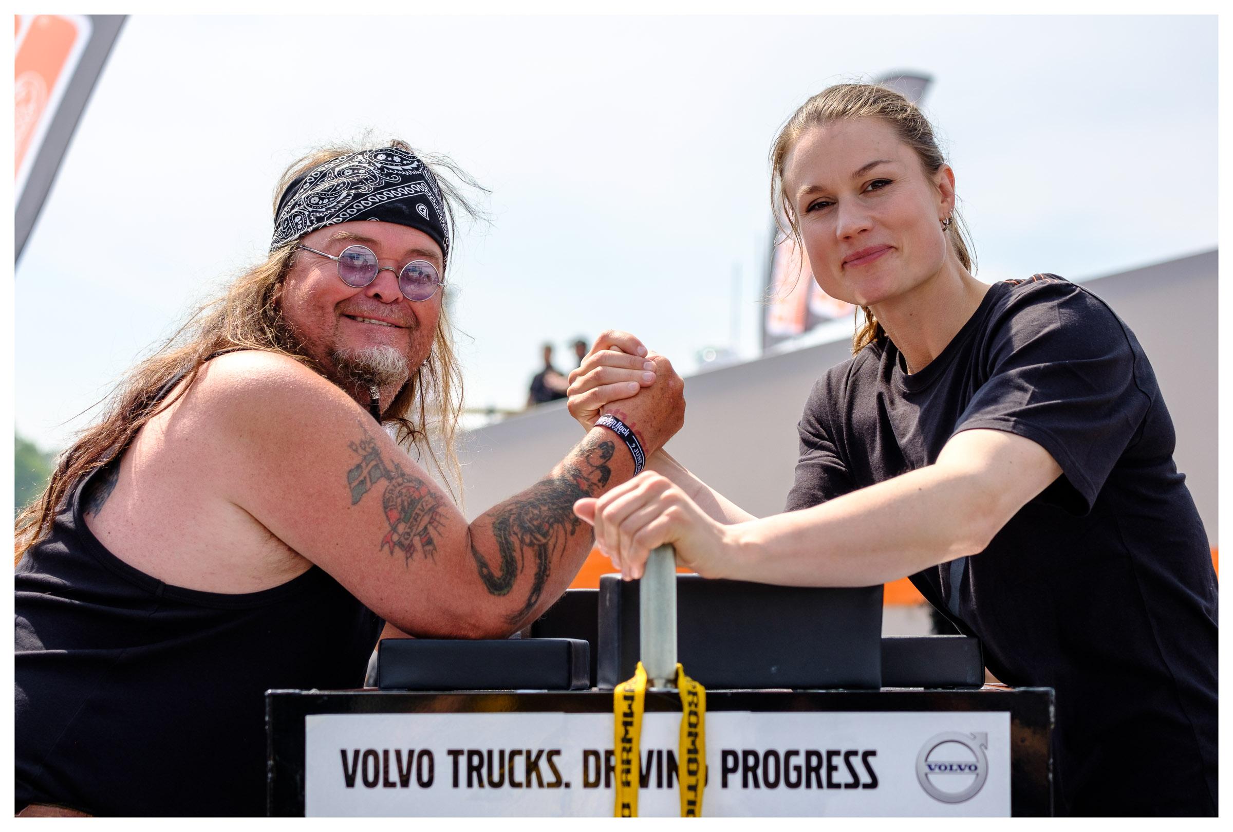 Heidi Andersson posing with fan